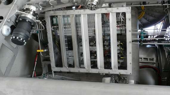 Subsea hydraulic valve boxes