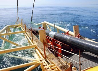 Subsea cable and pipeline installation equipment