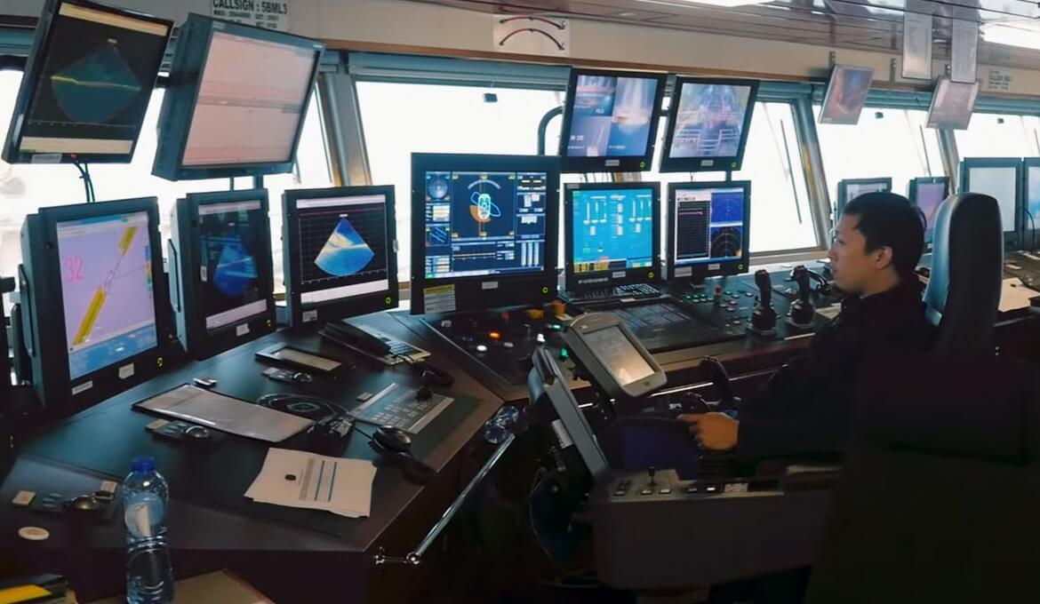 Thanks to the ROV's high degree of automation, the complete ROV system can be operated by a single operator.