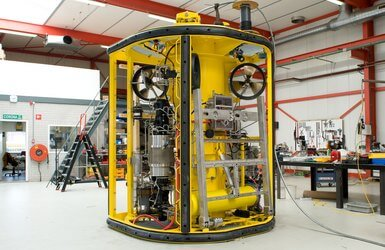La Boudeuse ROV with pressure-balanced oild filled hydraulic system