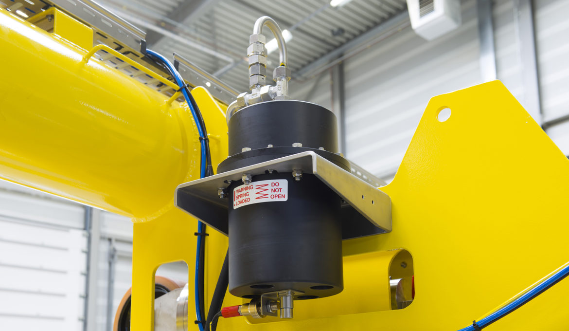 Light weight subsea pressure compensator