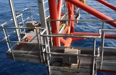 Pipe departure monitoring for offshore pipeline installation