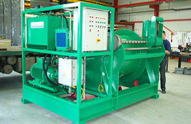 CT drum winch for umbilical of subsea trenching vehicle