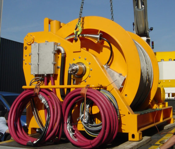 Offshore winch reeler with spooling device 2020